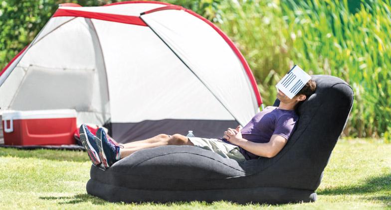 Partez en camping bien-être avec les canapés et fauteuils gonflables