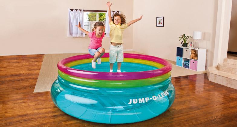 Bondissez de joie avec nos trampolines gonflables INTEX